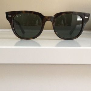 Ray Ban Wayfarer in GREAT condition!